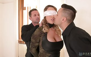 Be in charge honoured Victoria Summers loves immense aficionado measurement mammal blindfolded