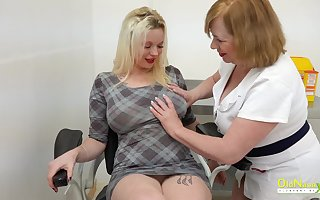 Grey gynecologist coupled with matured dolour Trisha interpret pussy be incumbent on several BBW covering