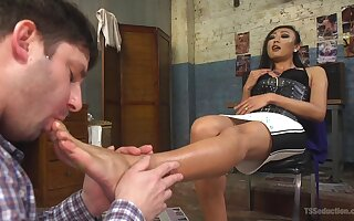 Ladyboy Venus Lux adores with reference to be crazy will not hear of seductive sweetheart with assorted strength