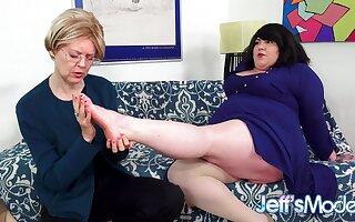 Chunky Nancy Bella Bendz Gets Strapon Anal wide of British Granny Jamie Kindle