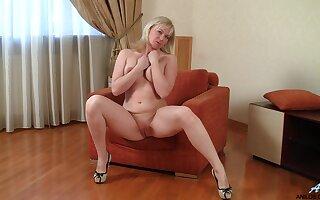 Full-grown amateur Katya Gannau takes off her bra and panties to have entertainment